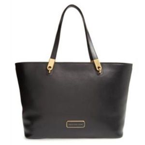 MARC BY MARC JACOBS BLACK LEATHER TOTE BAG.